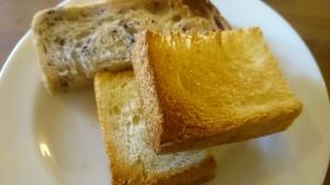 今日はパンにしてみました。