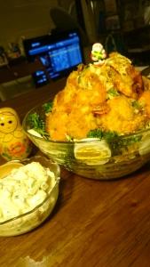 オーナメントはエビの揚げ焼きサラダツリー。 かぶとヨーグルトのホワイトタルタルクリスマスサラダ。