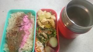 鶏ささみとキャベツ、梅肉の組み合わせはネットがヒント。サワラのあら炊きからのにこごりも。