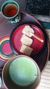 文の助茶屋さんのお抹茶とわらびもち。
